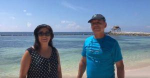Rosalia and Jaime sintiendose mas qie seguros disfrutando de sus vacaiones en Puerto Morelos